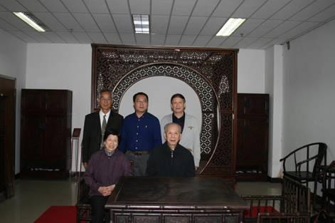 11,摄于安徽师大博物馆,后排右起:裘士京馆长、李琳琦副书记、房列曙教授