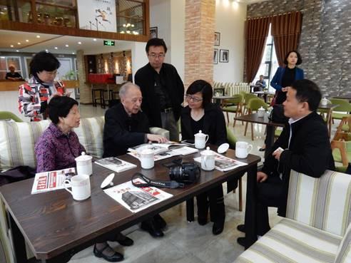 7,向创意园总经理彭丽俊介绍益新公司往事
